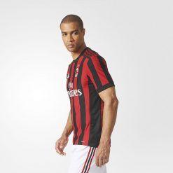 I fianchi della nuova maglia del Milan 2017-18