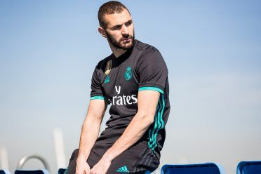 Benzema kit Real Madrid trasferta 2017-18
