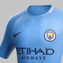 Dettaglio prima maglia Manchester City 2017-18