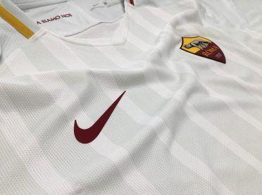Dettaglio maglia Roma trasferta 2017-18