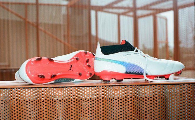 Le scarpe da calcio Puma One in pelle
