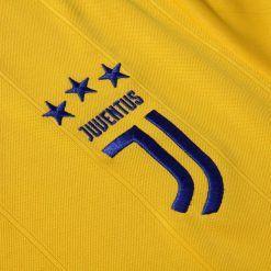 Stemma Juventus J, maglia away 17-18