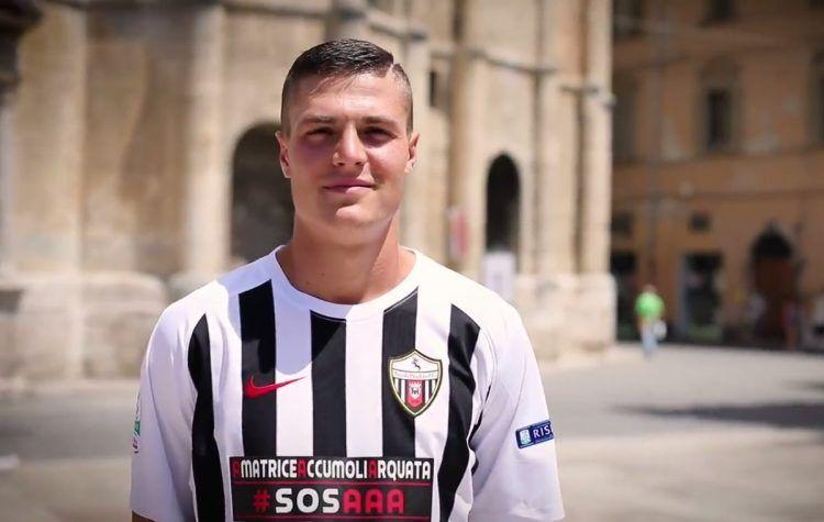 Favilli con la prima maglia dell'Ascoli 2017-2018