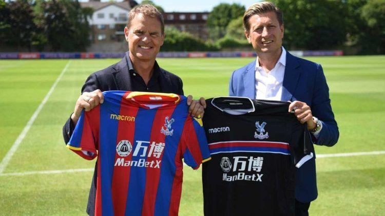 De Boer con le nuove maglie del Crystal Palace