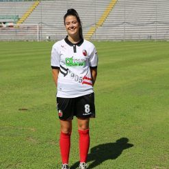 Fabiana Chericoni indossa la divisa da trasferta della Lucchese 2017-18