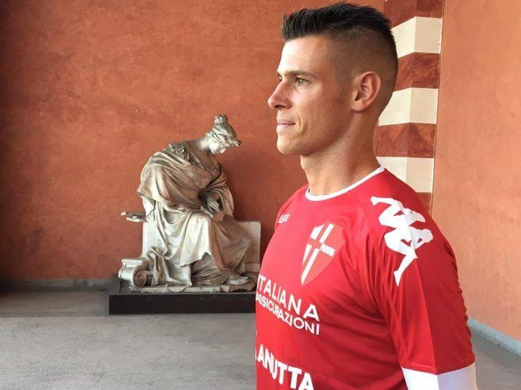 Michele Russo con la maglia away del Padova 2017-18