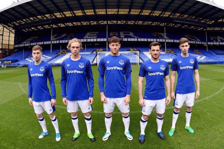 La nuova divisa dell'Everton 2017-2018 Umbro