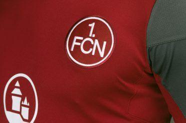 Lo stemma 1.FCN ricamato, maglia Norimberga