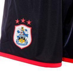 Huddersfield Town, stemma ricamato calzoncini away