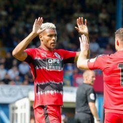La terza divisa dell'Huddersfield Town 2017-2018 Puma