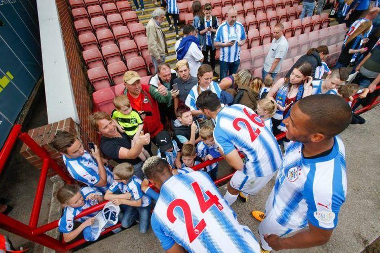 Font rosso prima maglia Huddersfield
