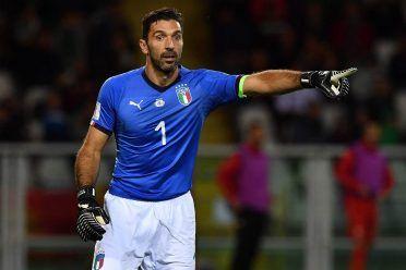 Buffon con la maglia azzurra dell'Italia