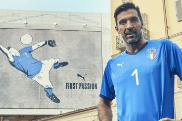 Buffon con la maglia dell'Italia 2018-2020