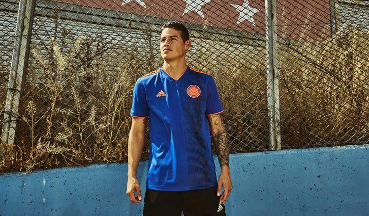 James Rodriguez seconda maglia Colombia mondiali blu