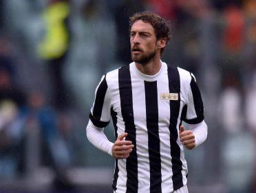 Marchisio con la maglia celebrativa 120 anni Juventus