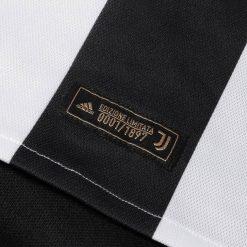 Etichetta numerata 1897 pezzi, divisa Juventus 120 anni