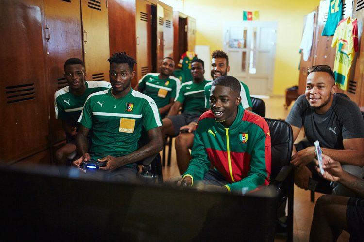 MHD con i calciatori del Camerun