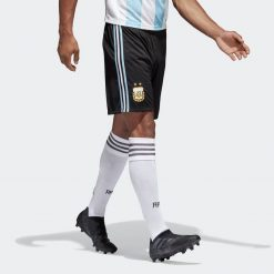 Strisce biancocelesti sui calzoncini dell'Argentina 2018