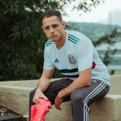 Chicharito con la maglia away del Messico