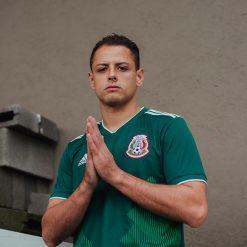 Chicarito con la nuova maglia del Messico