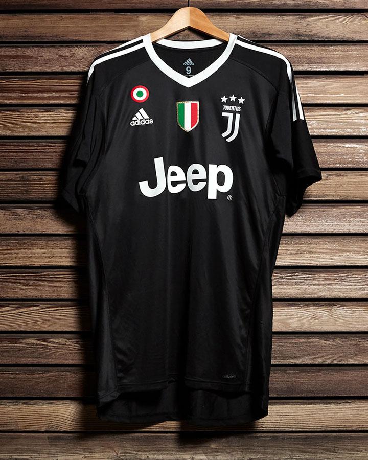 Maglia Buffon 40 anni, lo speciale Black Pack della Juventus
