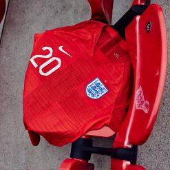 Seconda maglia Inghilterra 2018 rossa