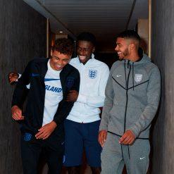 Tuta, giacca e t-shirt Nike per l'Inghilterra