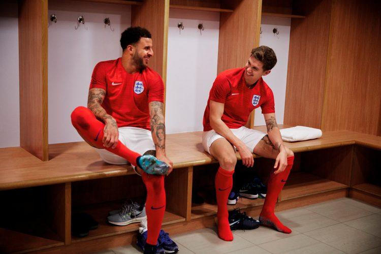 Divisa trasferta rossa Inghilterra 2018