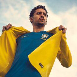 Brasile, maglia away e giacca 2018