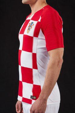 La maglia della Croazia vista di lato