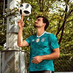 Hummels, il pallone dei Mondiali 2018 e la maglia della Germania