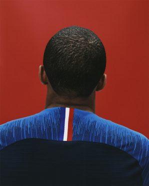 Il tricolore francese sul retro della prima maglia della Francia