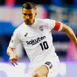 Podolski con la terza maglia del Vissel Kobe 2018