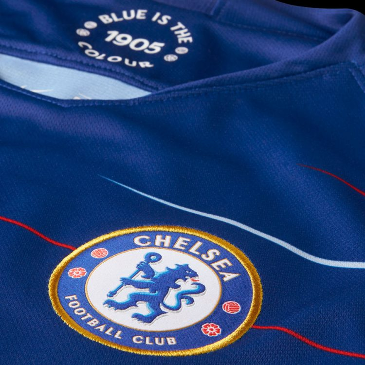 Dettaglio stemma prima maglia Chelsea 2018-19