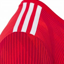 Strisce adidas sulle spalle, casacca Bayern Monaco