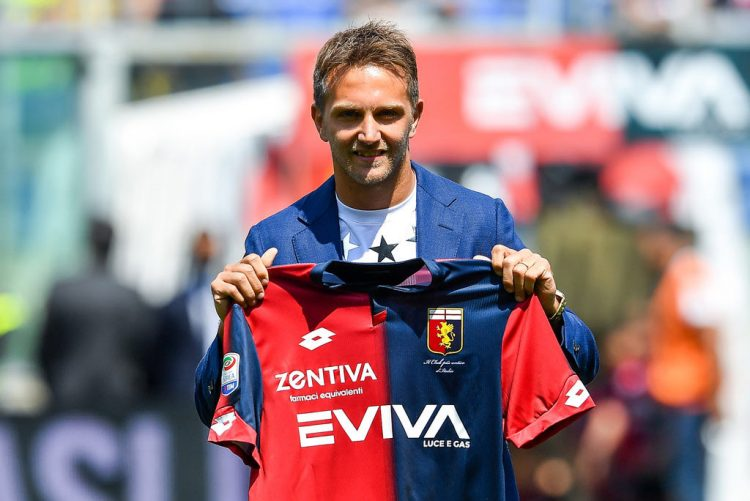 Domenico Criscito con la nuova maglia del Genoa