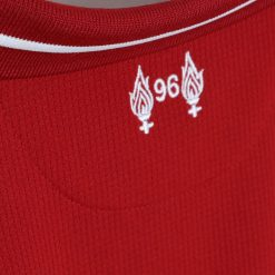 Fiammelle e numero 96, retro collo Liverpool kit