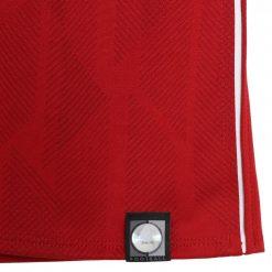 Ologramma New Balance, maglia Liverpool