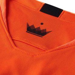 La corona all'interno del collo, maglia Olanda