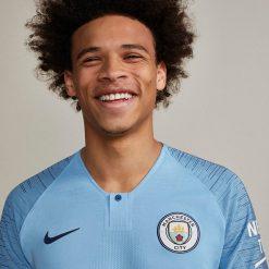 Il sorriso di Sane con la nuova maglia del City