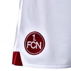 Stemma FCN Norimberga sui calzoncini
