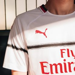 Linea nera maglia away Milan