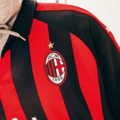 Stemma AC Milan applicato sulla maglia Puma