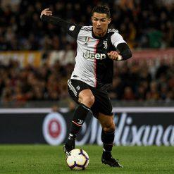 Cristiano Ronaldo con la nuova divisa della Juventus