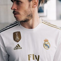 Gareth Bale indossa la maglia del Real Madrid