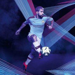 Kun Aguero, kit home Manchester City Puma