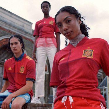 Divisa Spagna home 2020-2022