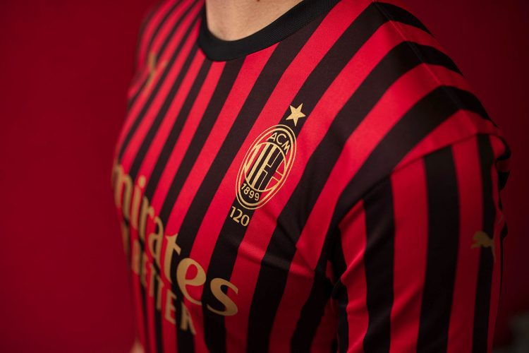 Stemma dorato maglia Milan 120 anni