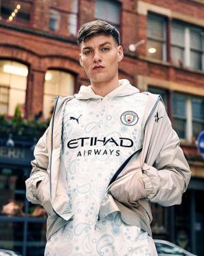 Manchester City foto terza divisa 2020-21