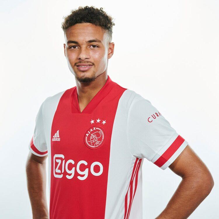 Antony con la maglia dell'Ajax 2020-21